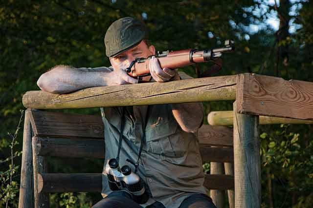persona a caccia col fucile