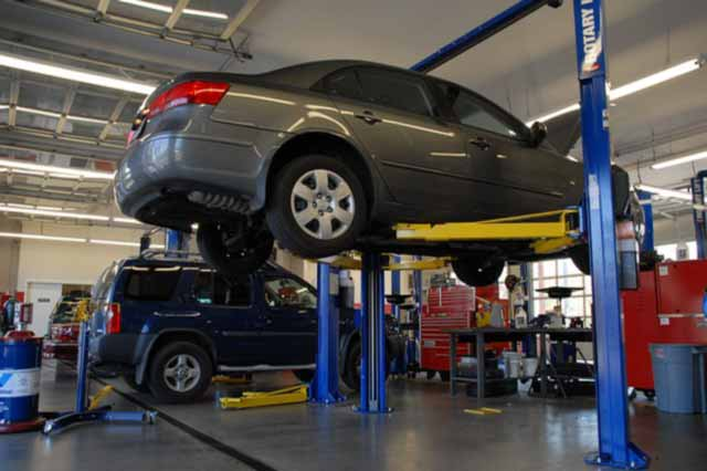 auto in riparazione in officina