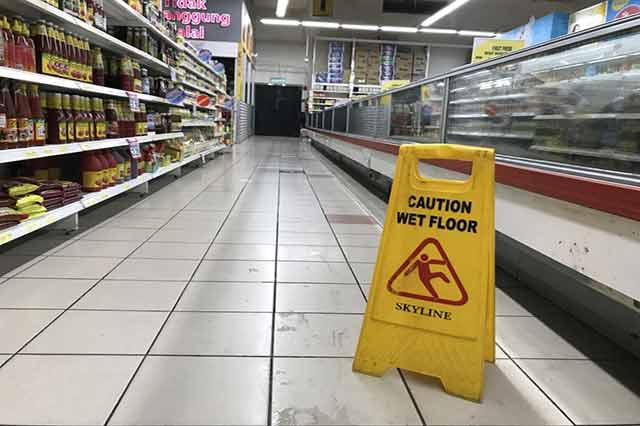pavimento scivoloso supermercato